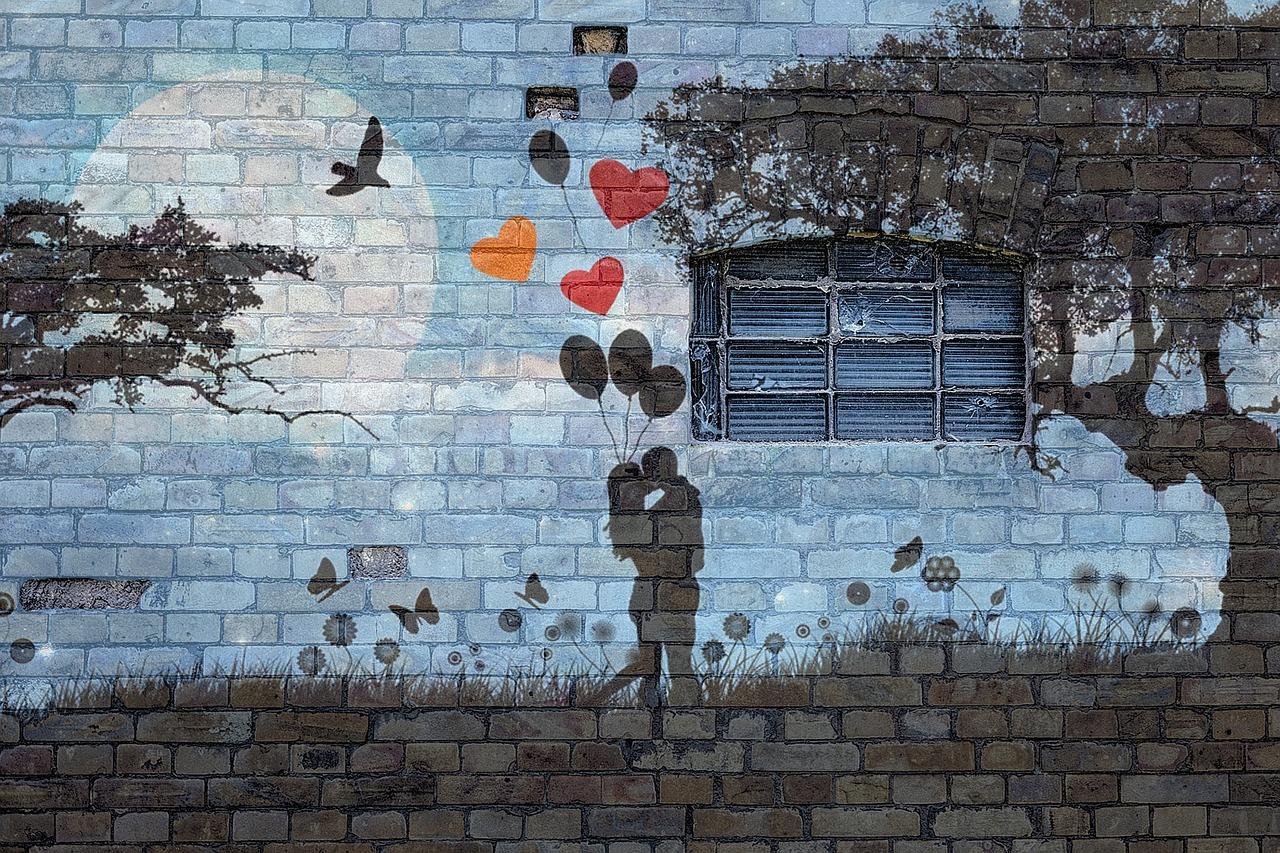 Sur les pavés, l'amour. Photographie d'Angela Yuriko Smith (Pixabay - libre de droits)